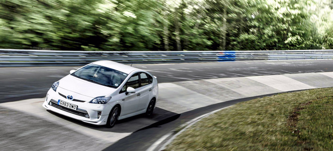 Ring Folies : la Toyota Prius Plug-in bat un record