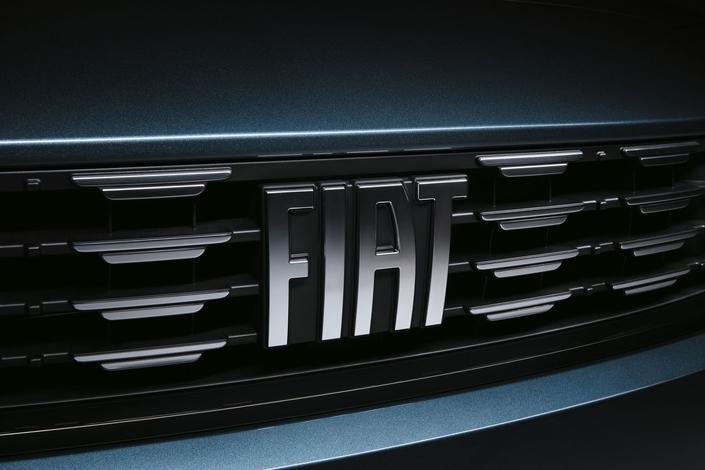 Fiat présente la Tipo restylée, avec le nouveau logo Fiat et la version Cross
