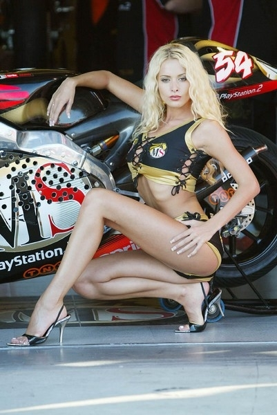 Moto & Sexy : Fais bisou..