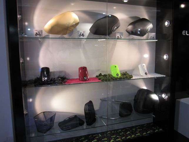 En direct du Salon du Cycle 2009 : sur le Stand Matra, l'e-MO personnalisable, de nouveaux vélos électriques, le Racer F1 Collector