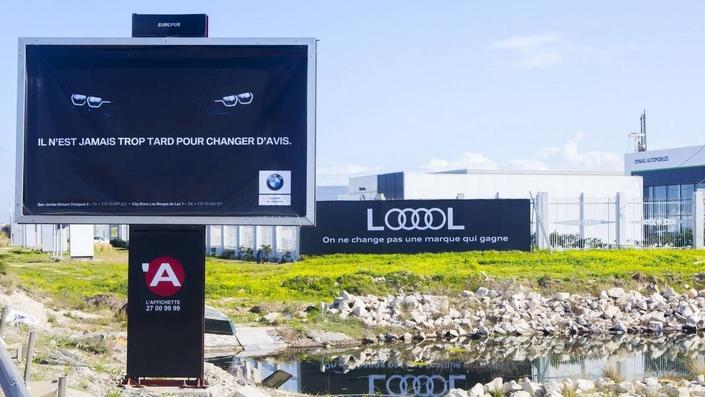 BMW et Audi se moquent l'un de l'autre sur des affiches publicitaires