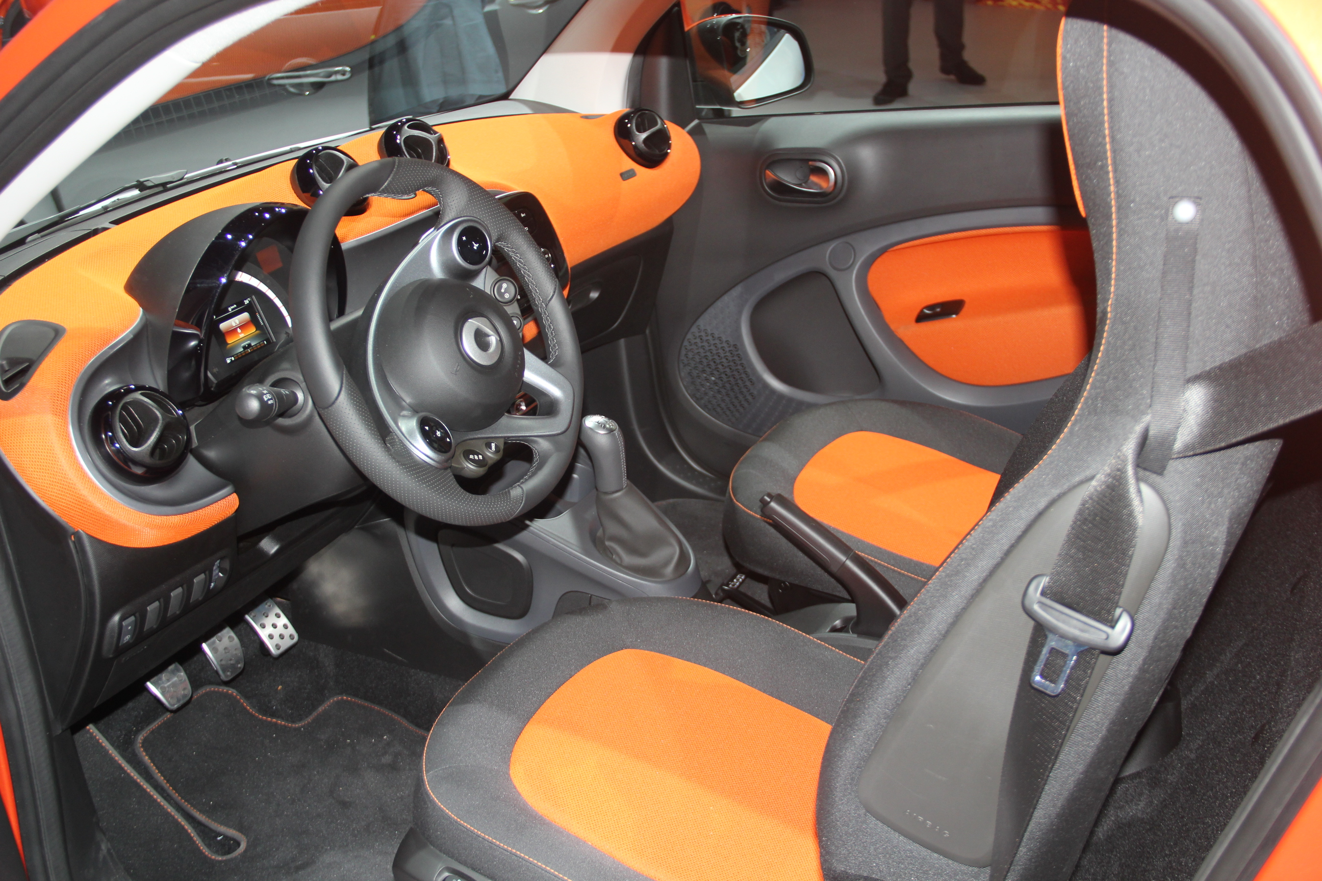vid o nouvelle smart fortwo caradisiac tait la. Black Bedroom Furniture Sets. Home Design Ideas