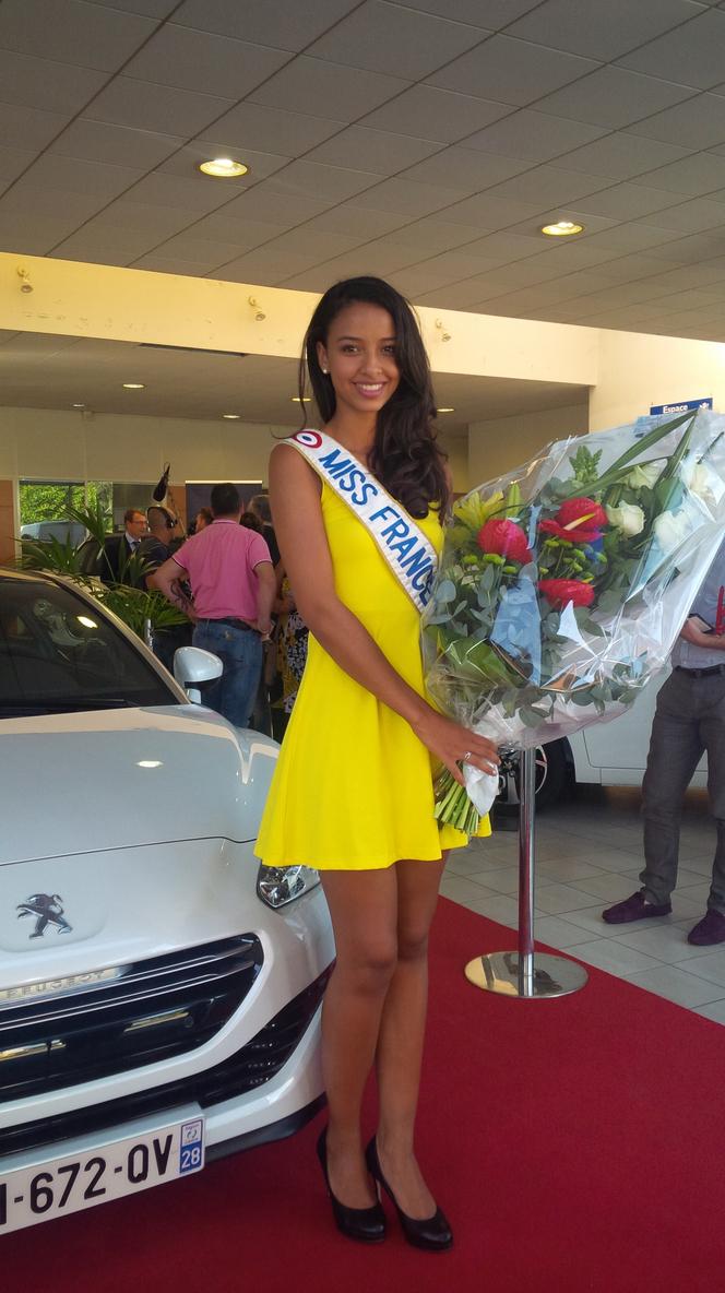Miss France 2014 a reçu les clés de sa nouvelle voiture