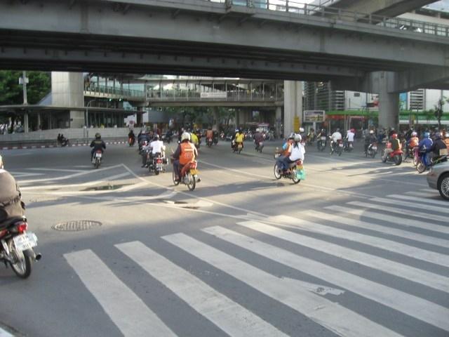 Séjour à Bangkok : les bikers sur 125cc décoiffent