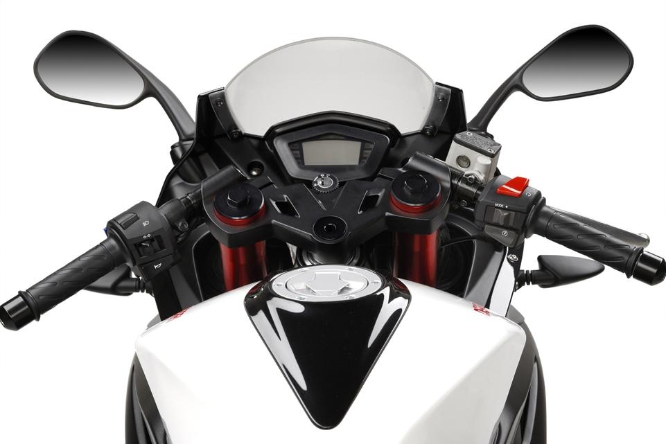 Nouveauté 2009: Derbi GPR 125 cm3 4T : Sportive à tout prix