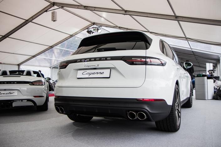 Porsche : l'innovation haut de gamme - Vidéo en direct du salon de Monaco 2018