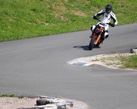 Essai KTM 450 SMR: une arme pour la piste.