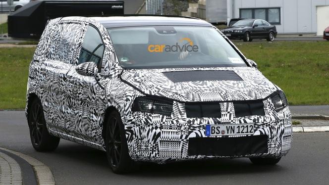 Surprise : le nouveau VW Touran sur les routes