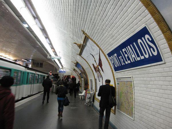 A proximit de la station de m tro pont de levallois for Piscine levallois