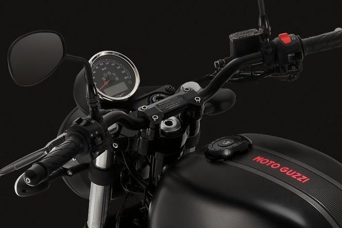 Moto Guzzi V7 Carbon: 1 921 exemplaires