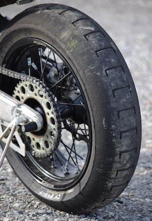 Essai Michelin SuperMotard Slick 29B : difficile de faire mieux!