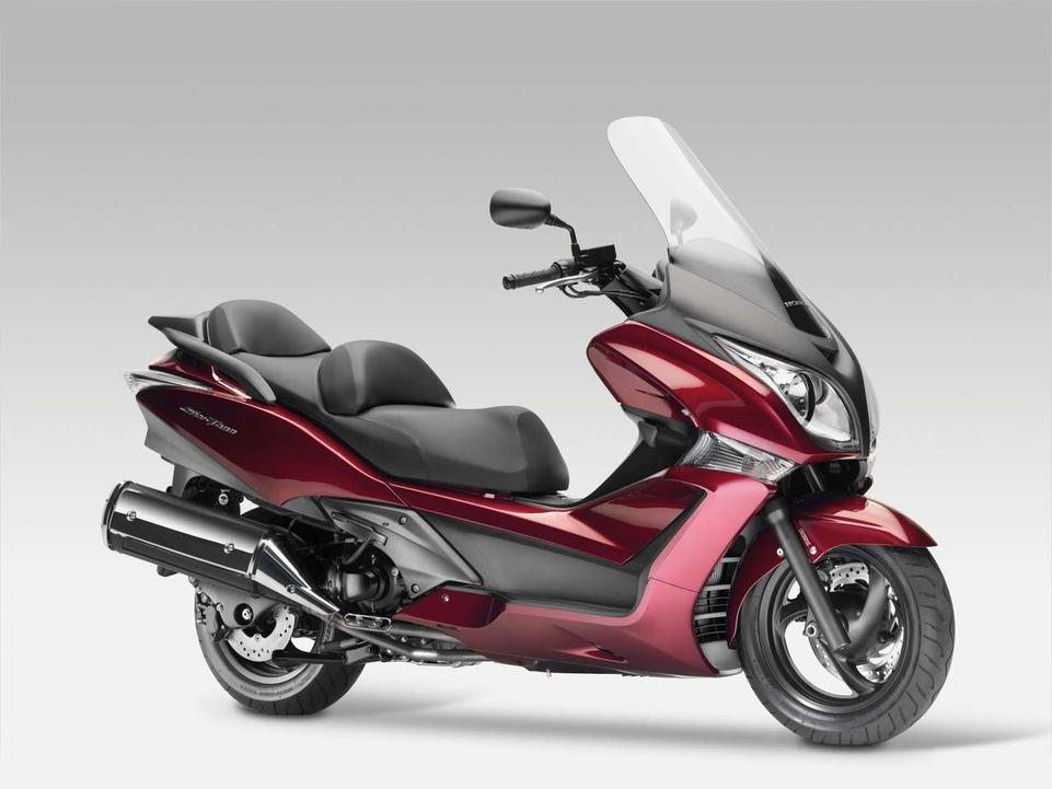 Scooter Honda SW-T400 version 2009 [spécifications + vidéo]