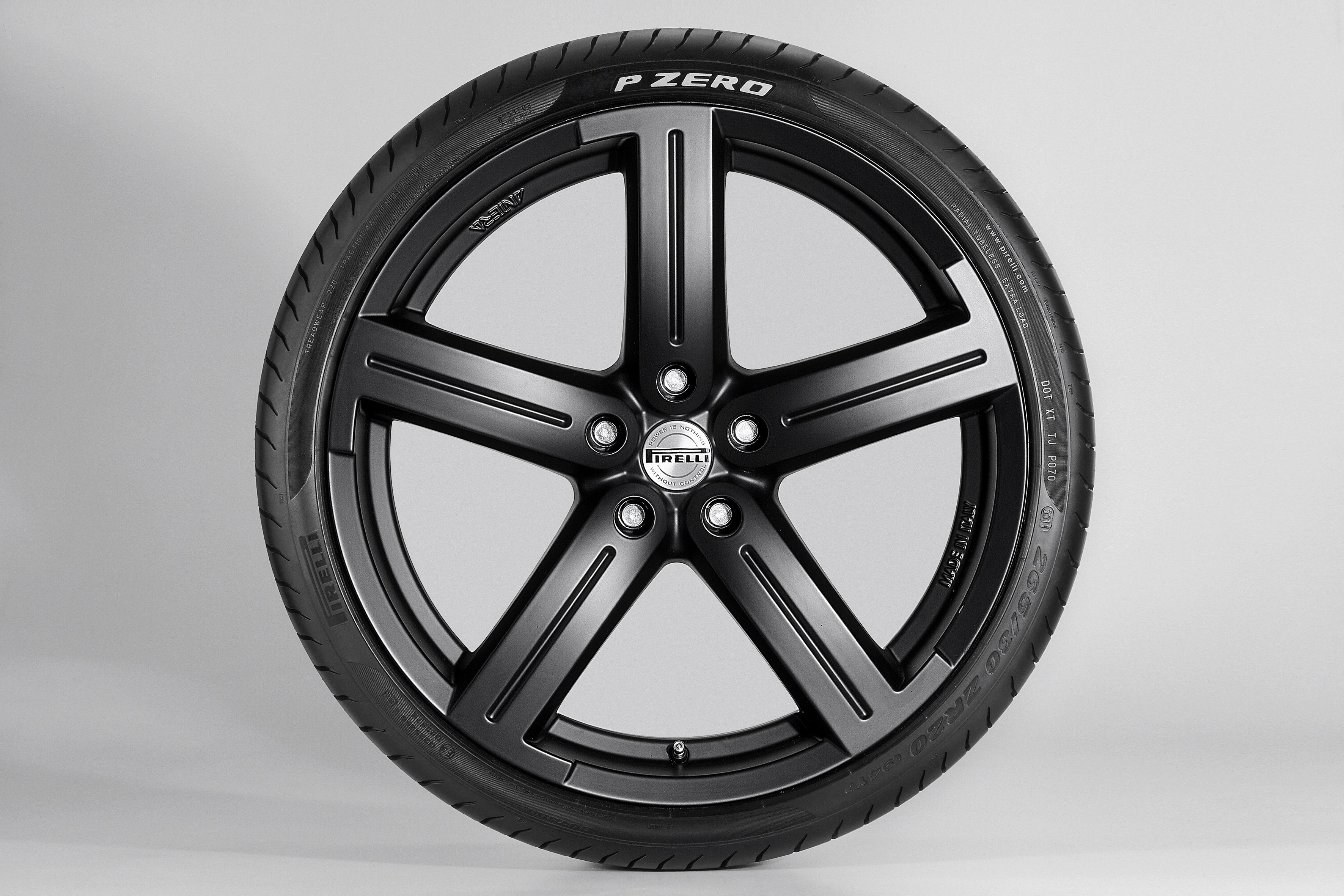 pirelli nouvelle gamme f1 et p zero silver un pneu de route en s rie limit e bonus nos. Black Bedroom Furniture Sets. Home Design Ideas