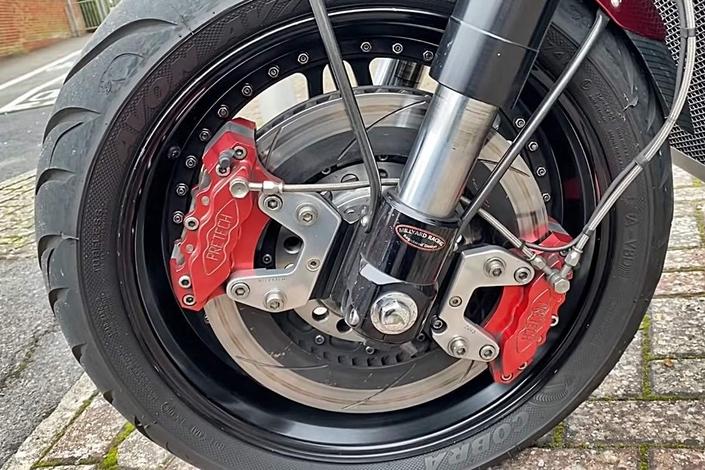 une moto équipée d'un V10 de Viper de 500 chevaux ( + vidéo) S1-insolite-une-moto-equipee-d-un-v10-de-viper-de-500-chevaux-651163