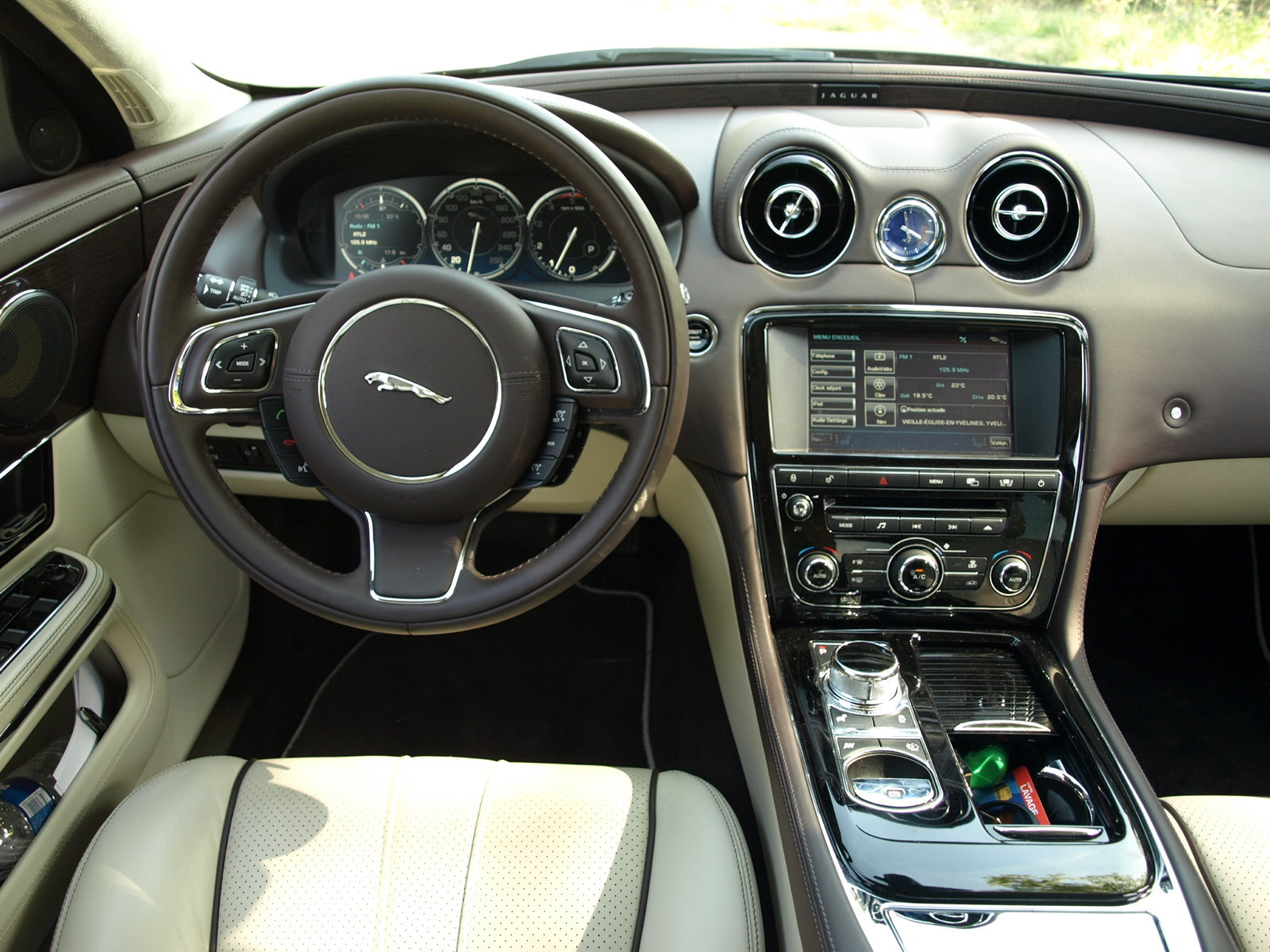 Essai vid o jaguar xj la mutation du f lin for Interieur sport