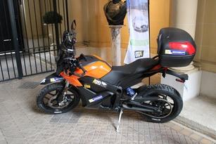 La moto : une Zero Mtorcycles DS.