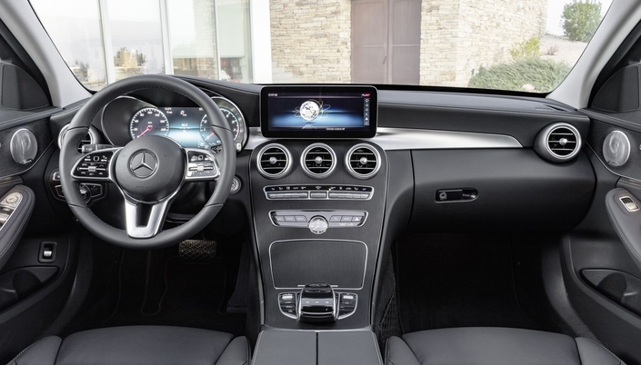 Trois changements à ce niveau : l'écran central plus grand, l'instrumentation 100 % numérique et le volant.