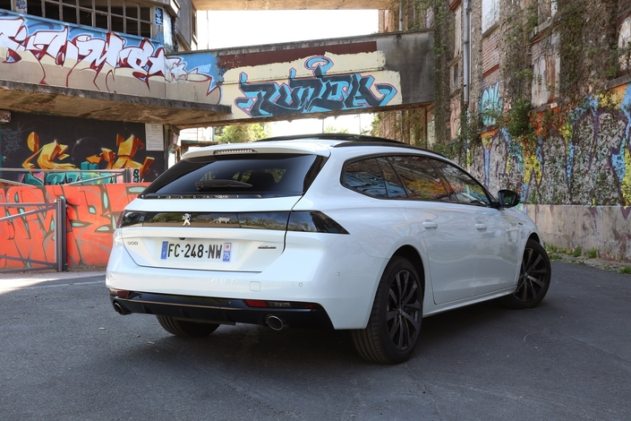 Essai – Peugeot 508 SW PureTech 180 EAT8: un moteur essence dans un break familial, le bon choix?