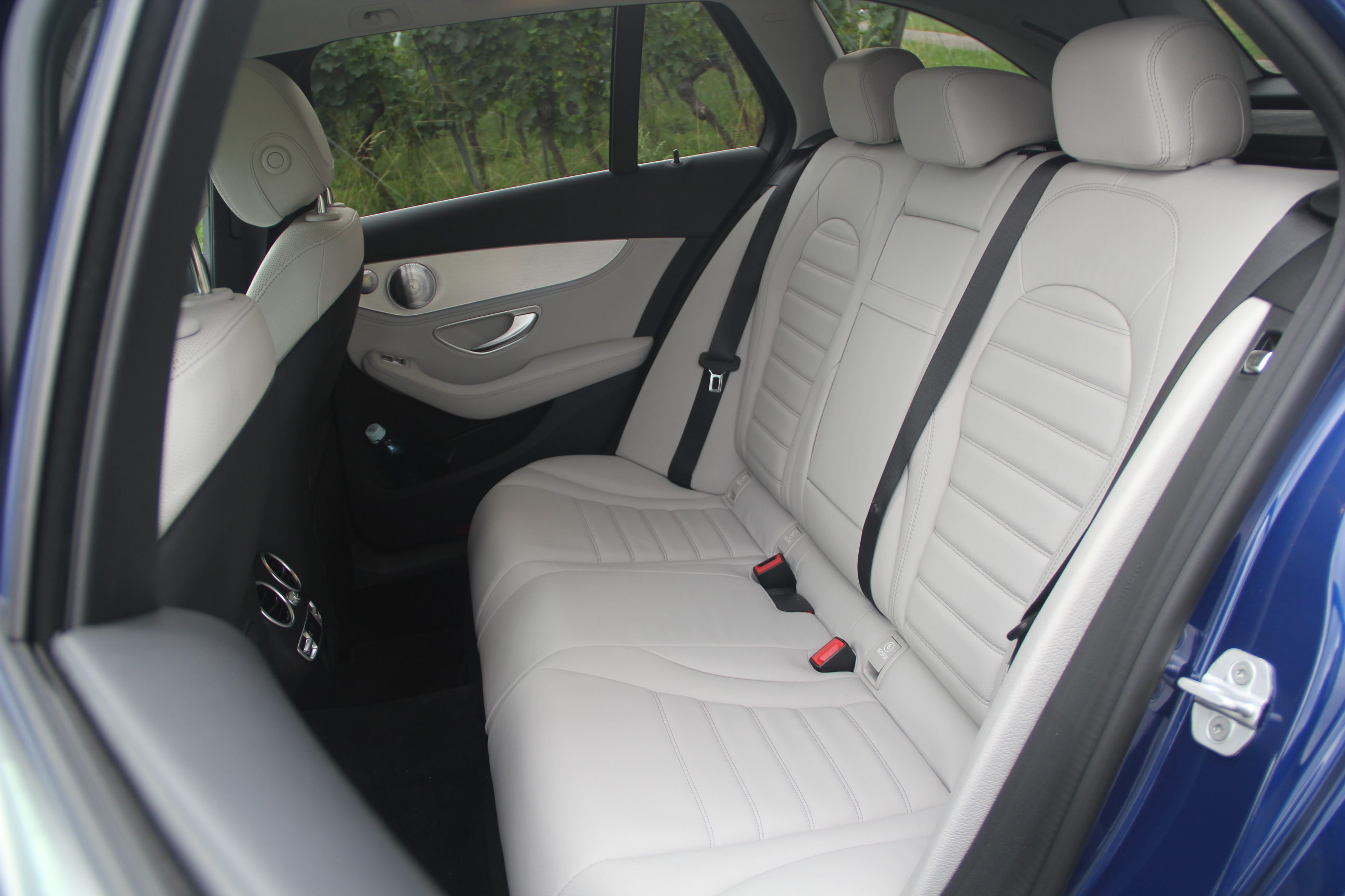 Essai vid o mercedes classe c break l 39 utilitaire 4 toiles for Photos interieur