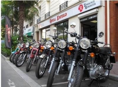 Salon Moto Légende : Tendance Roadster et Vintages Rides vous offrent un voyage à moto sur la terre des Maharajas…