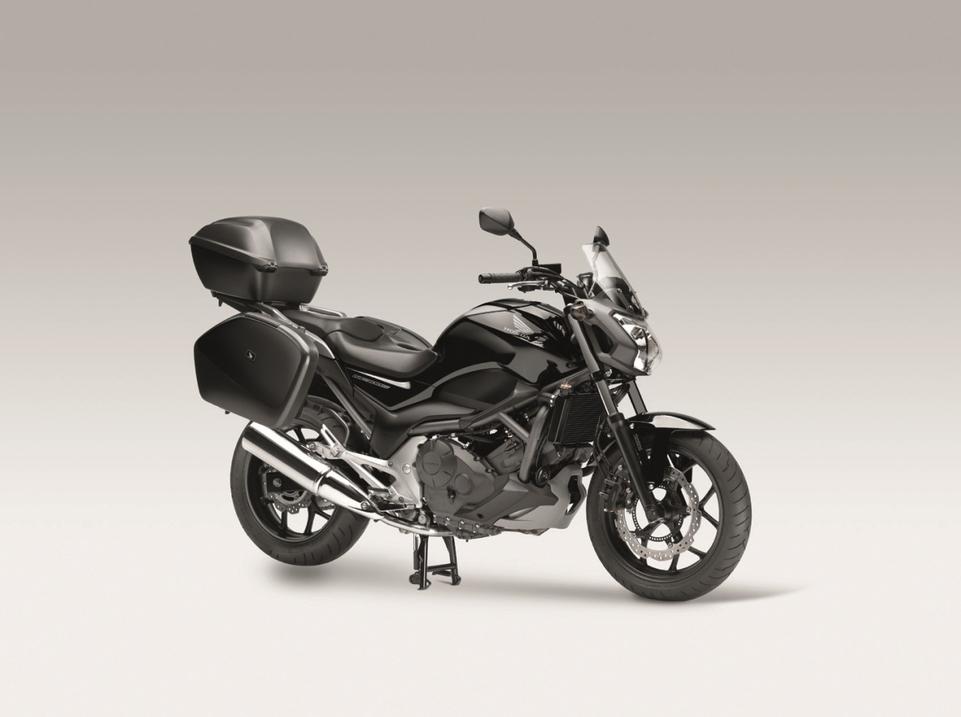 En direct du salon de Milan 2011 - Honda : NC700S, un roadster avec du coffre