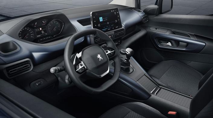 Pour être en règle avec le cahier des charges Peugeot, le Rifter reçoit une instrumentation relevée. Mais elle n'est pas numérique.