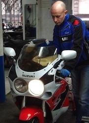 Reportage: Suzuki vérifiait votre moto quel que soit son âge... et vous?