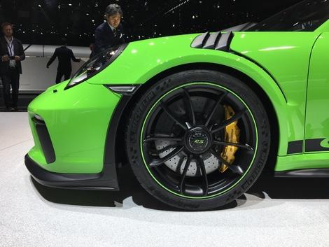 520 ch sous la pédale de droite nécessite bien d'avoir un tel système de freinage.