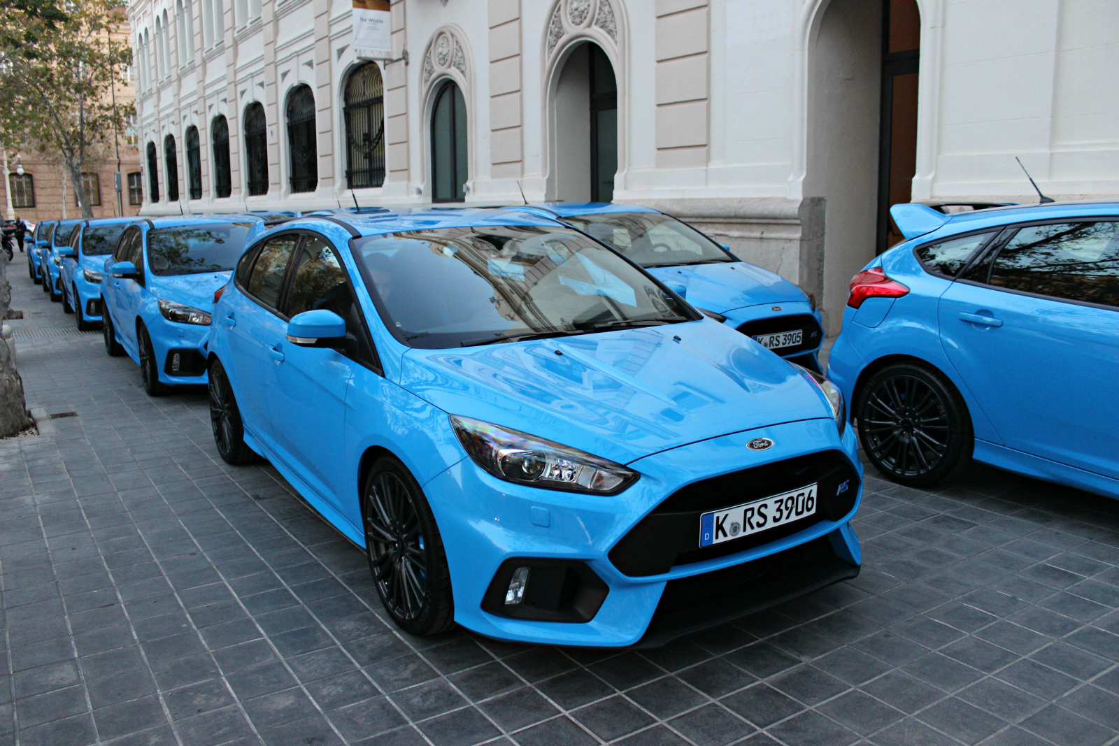 essai vid o ford focus rs mamie cosworth peut tre fi re. Black Bedroom Furniture Sets. Home Design Ideas