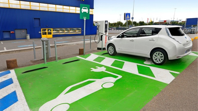 Projet de loi sur la transition énergétique : 10 000 € de bonus écolo et 7 millions de bornes de recharge