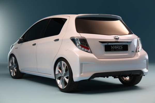 actualit nouveaut toyota yaris hybride hsd concept. Black Bedroom Furniture Sets. Home Design Ideas
