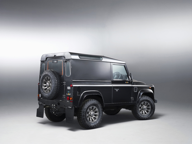 Le Land Rover Defender LXV célèbre les 65 ans de la marque