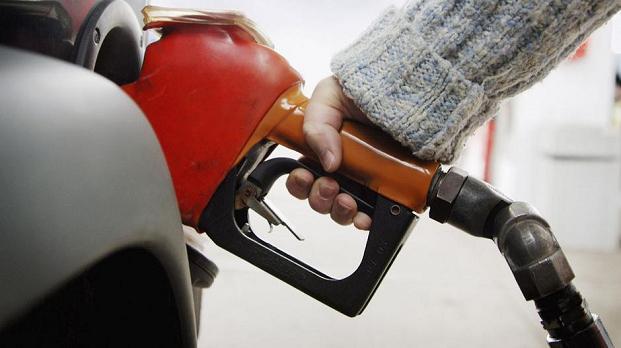 Prix des carburants qui s'envolent : les propositions des candidats aux élections présidentielles