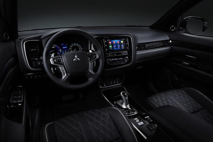 Mitsubishi Outlander PHEV: dopé et restylé - En direct du salon de Genève 2018