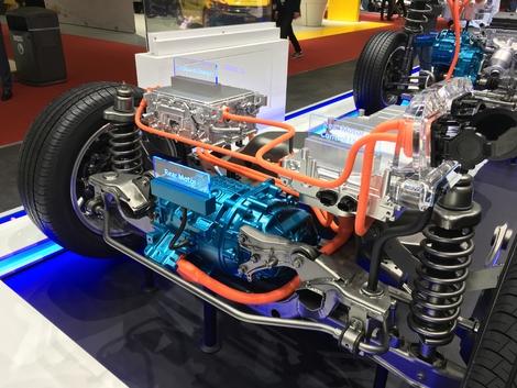 Le dopage de la batterie et du moteur qui promettent des performances en hausse mais une consommation globale en baisse du fait d'un autonomie électrique plus grande.