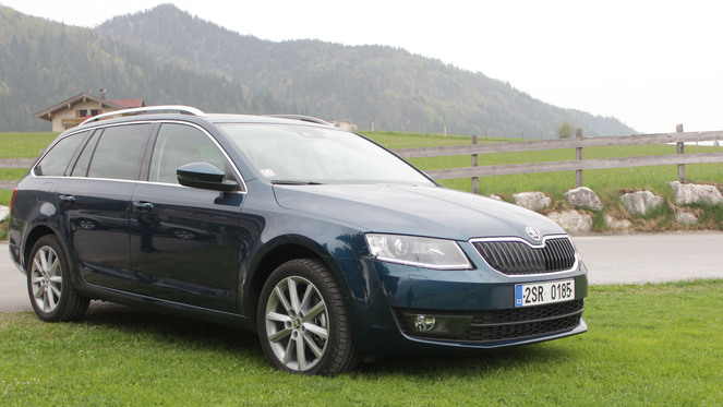 essai vid o skoda octavia combi un rang tenir. Black Bedroom Furniture Sets. Home Design Ideas
