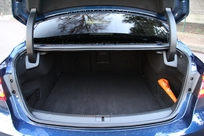 Le volume de coffre est de608 litres (bien !). Mais l'accessibilité est moins bonne qu'avec un hayon.