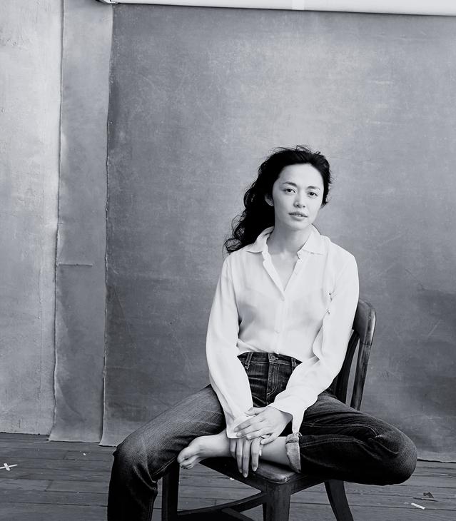 Parmi les femmes Pirelli 2016, l'actrice chinoise Yao Chen, très influente sur les réseaux sociaux où elle compte plus de 70 millions de followers (!).