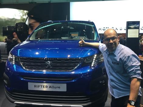 Du Citroën Berlingo et de l'Opel Combo, le Peugeot Rifter est celui qui a la meilleure bouille.