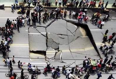 Chine: il n'y a que les routes qui s'effondrent...