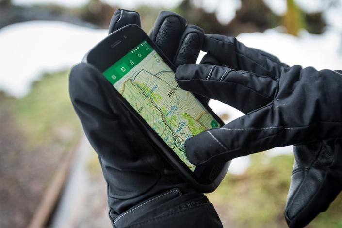 Land Rover dévoile un smartphone pour les aventuriers