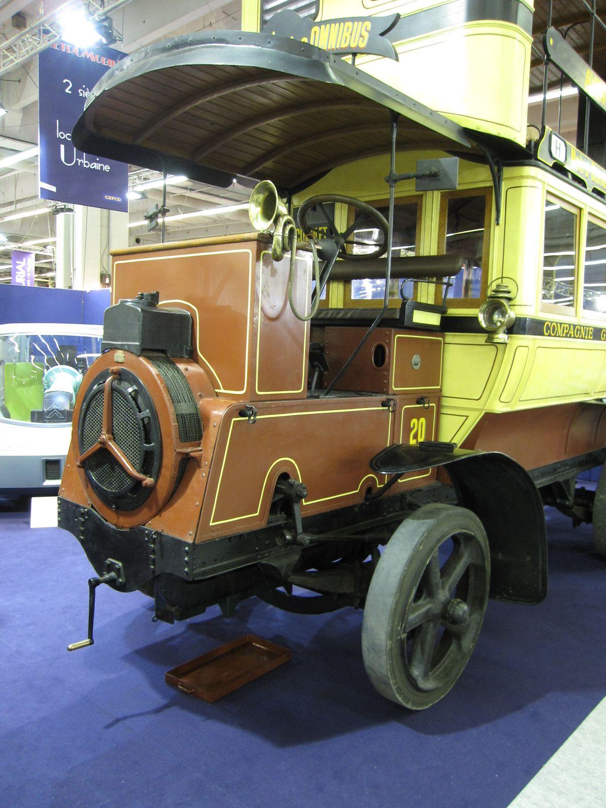 le dernier omnibus cheval et le premier autobus moteur. Black Bedroom Furniture Sets. Home Design Ideas