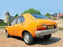 Rétromobile fête l'année 1976. Au programme de l'expo : BMW Série 6 E24, Citroën CX break, Renault R14 ou Volkswagen Golf GT. Bucolique !