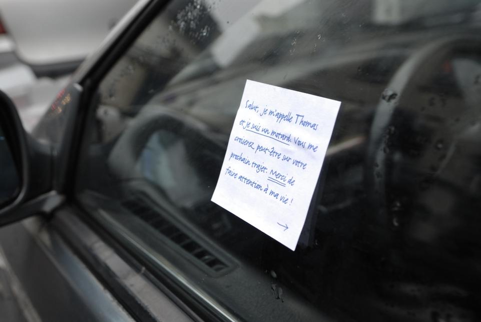 Sécurité routière : un million de messages personnalisés collés sur les deux-roues
