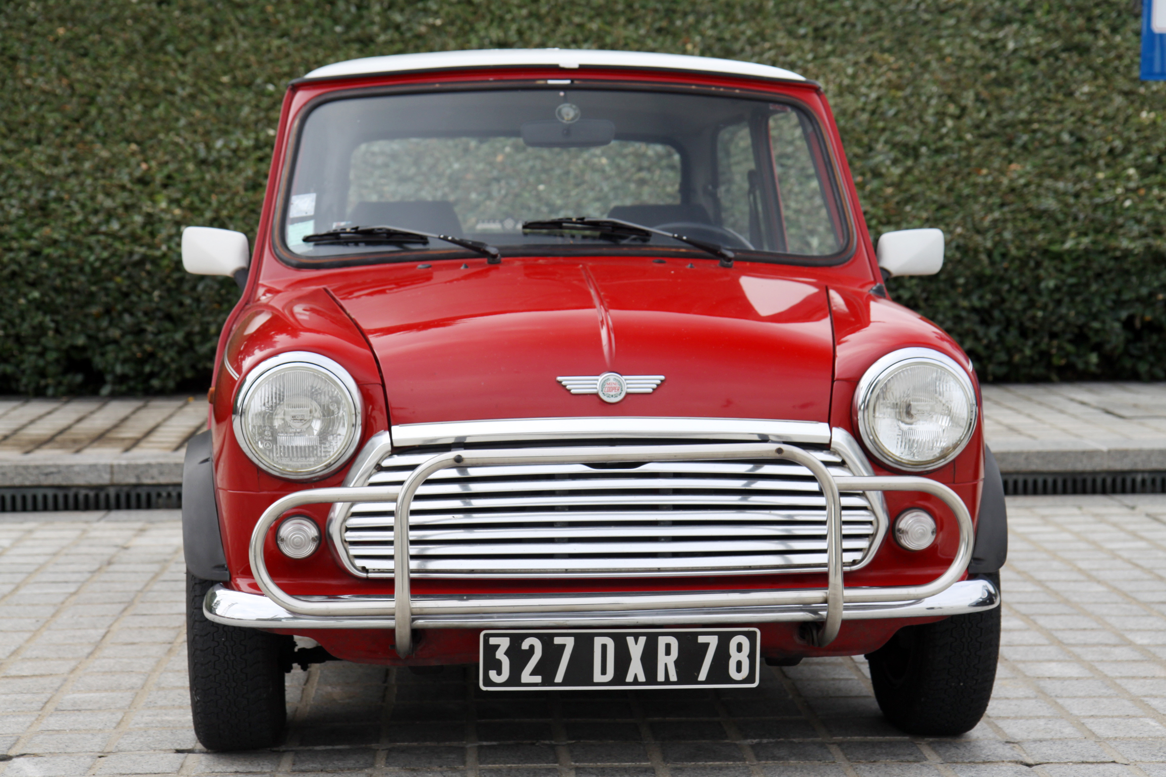 mini cooper 1300 de 1991 vs mini cooper de 2011 little big car. Black Bedroom Furniture Sets. Home Design Ideas