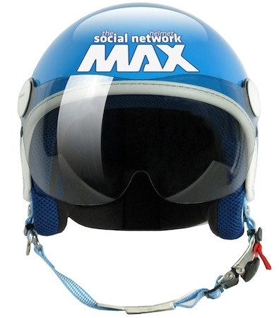 En direct du salon de Milan 2011: Max fait le premier casque façon réseau social