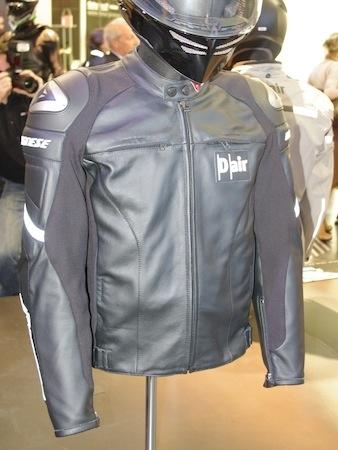 En direct du salon de Milan 2011, Dainese: arrivée des airbags Street