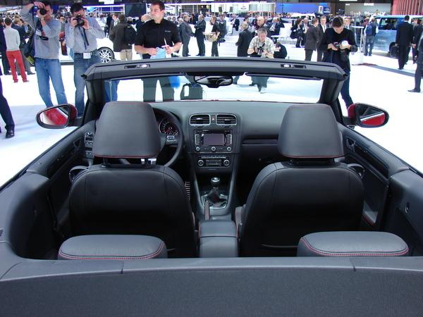 VW Golf 6 Cab S7-En-direct-de-Geneve-La-Volkswagen-Golf-Cabriolet-decapote-plus-vite-que-son-ombre-215204