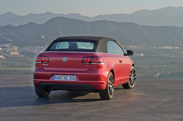 VW Golf 6 Cab S7-En-direct-de-Geneve-La-Volkswagen-Golf-Cabriolet-decapote-plus-vite-que-son-ombre-215214