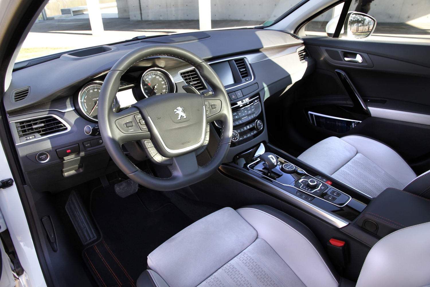 Essai vid o peugeot 508 rxh le roi lion for Interieur 508